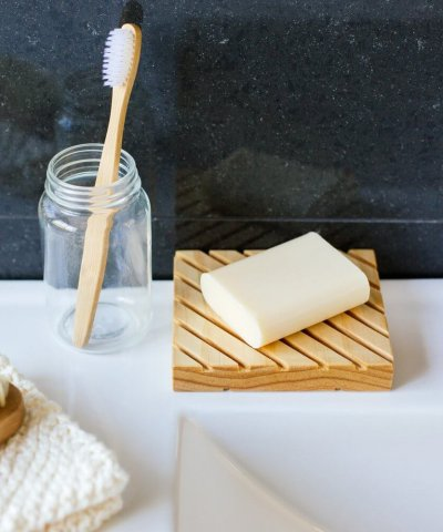 LITTLE BIT DAILY WOODEN SOAP DISH – PINE / SMALL