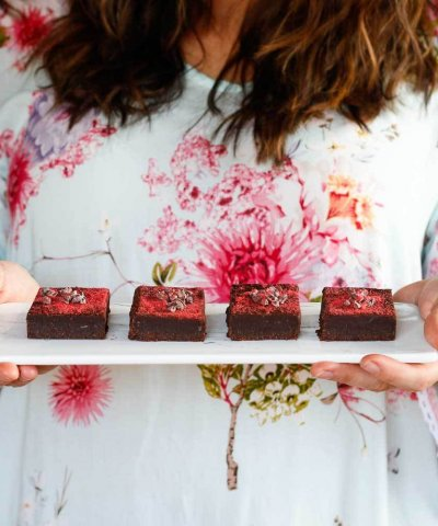 THE WHOLESOME CO BAKING KIT – DOUBLE CHOCOLATE FUDGE SLICE *WITH STRAWBERRY*